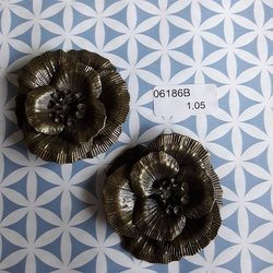 Brons bloem 4 lagen 4.5 cm per stuk brons