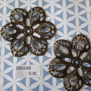 Filigraan bloem 6 bladen grof 6 cm per stuk brons