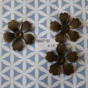 Filigraan bloem klein dicht 5 bladeren 3.4 cm per stuk brons