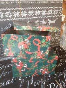 Kerstdoos luxe bodem/deksel met print 33 x 32 x 17 cm per stuk groen