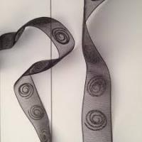 Lint organza abstracte cirkels 25mm p/20m zwart